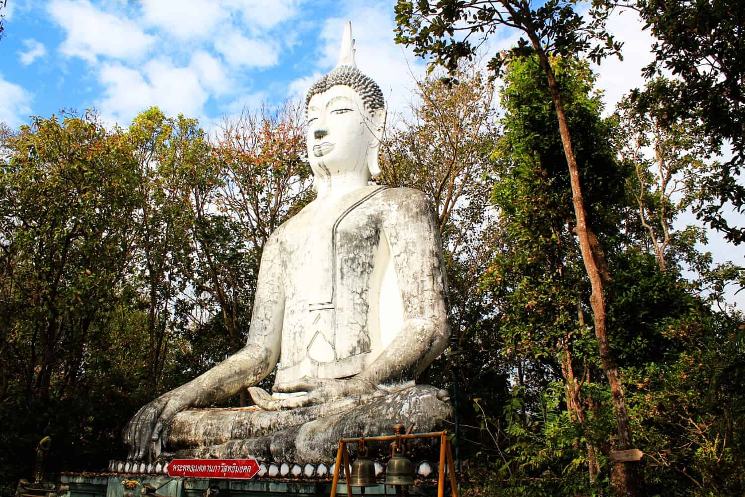 White Buddha at Wat Analayo