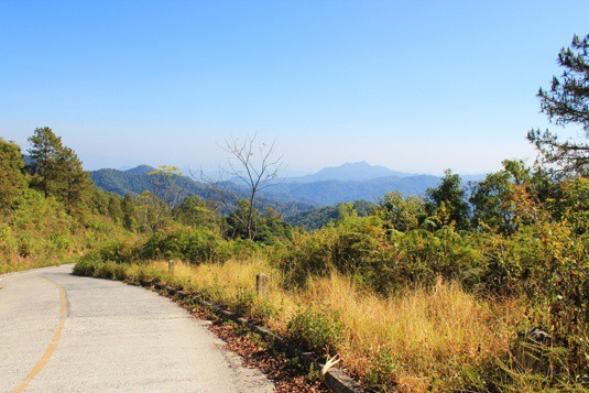 mountain road lampang chiang mai