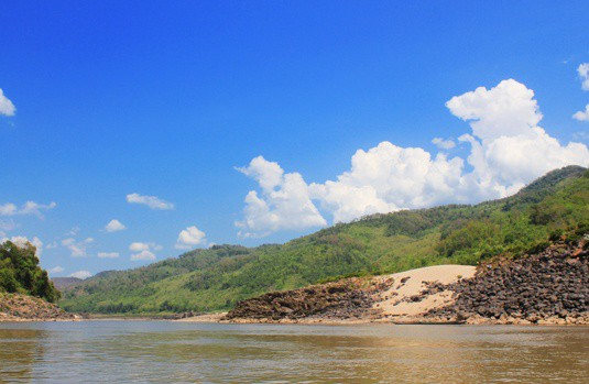 scenery on the slow boat to luang prabang